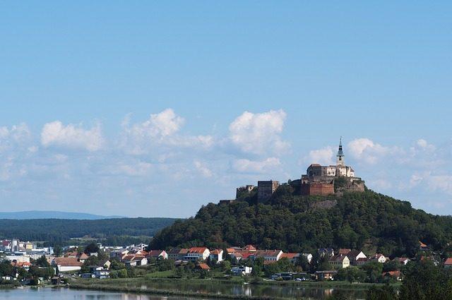 castle-burgenland-2717530_640-1-e1579123680715.jpg