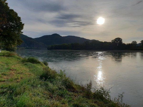 wachau_river.jpg