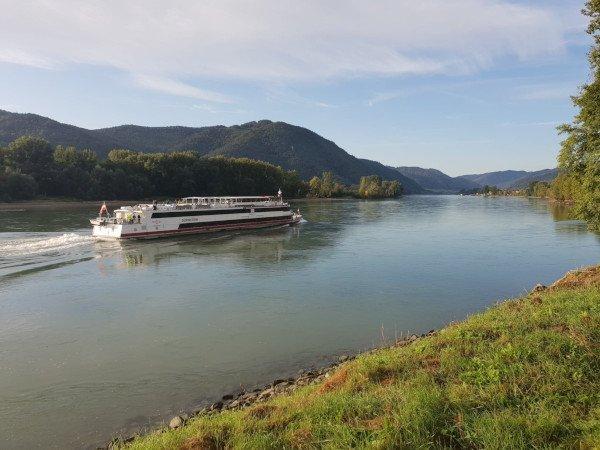 wachau_river_boat.jpg
