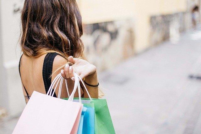 woman-shopping-3040029_640.jpg
